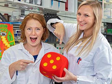 Prix 2019 - Duo gagnant au laboratoire du Service des maladies infectieuses du CHUV
