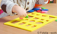 quiz_cepco.jpg (Little boy playing and learning in preschool)