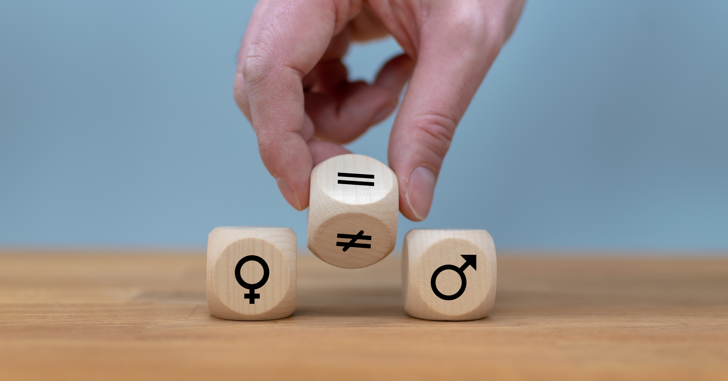 dreamstime_m_140200356.jpg (Symbol for gender equality. Hand turns a dice...