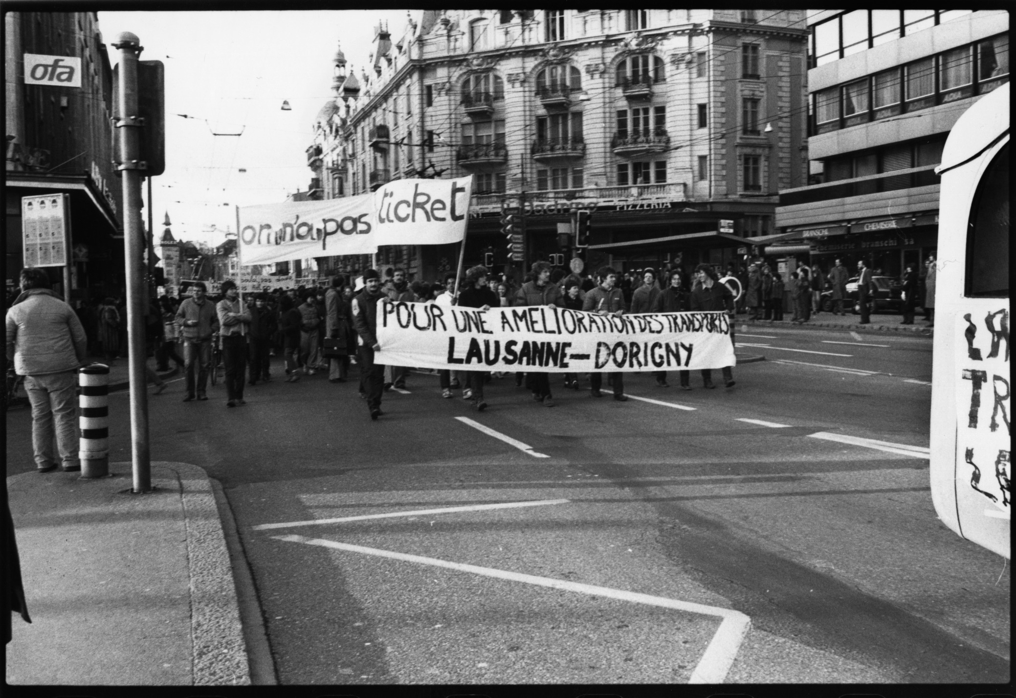 Manifestation universitaire Place Bel-Air le 19 janvier 1983
